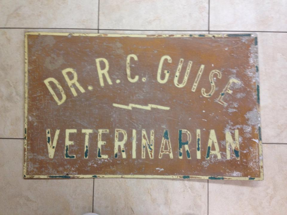 Original Lockwillow Avenue Animal Clinic sign